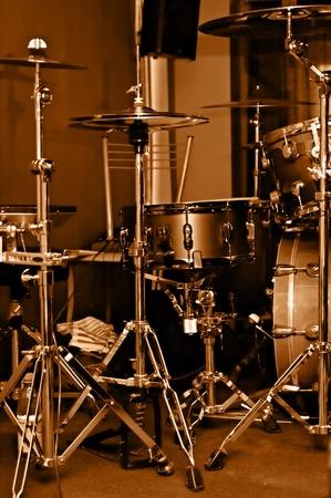 kit drum gilded colour on scene