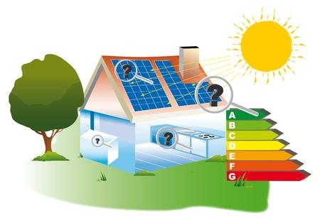 toiture maison: Les panneaux photovolta�ques install�s sur un toit de maison pour les �nergies renouvelables