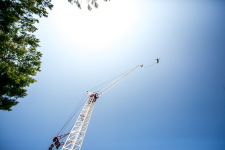 bungee jumping: Bungee jumping man with tower and sky Foto de archivo