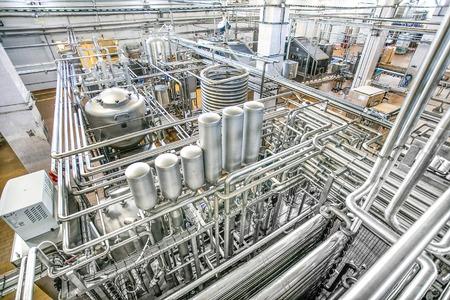 牛乳工場の大きなタンクと多くの光沢のある管平面図します。 写真素材