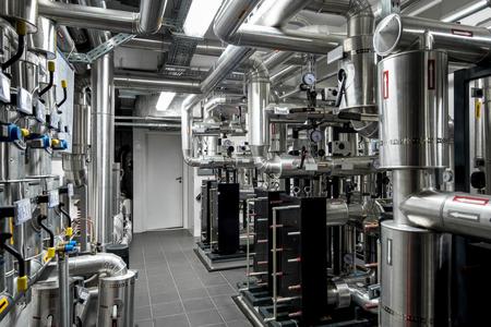 La tuyauterie de la centrale thermique et de l'instrumentation, usine moderne Banque d'images - 53401285