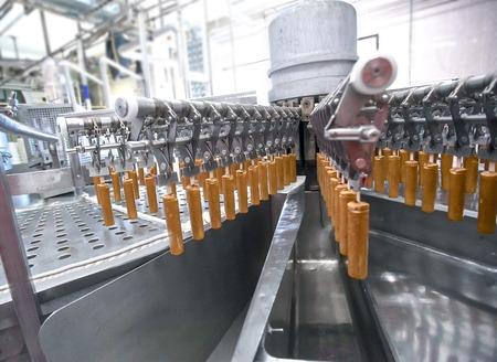 chocolatería: Automatic production stainless  line of fruit orange ice cream Foto de archivo