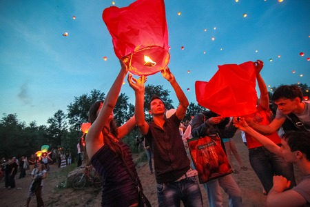 paper lantern: Omsk, Russia - June 16, 2012: festival of Chinese paper lantern, the crowd starts them in the sky
