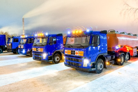 amoniaco: trucks for dangerous materials at winter outside at night with flashing beacons Foto de archivo