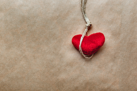 ahorcado: concept hangman knot with plush red heart  on kraft paper background