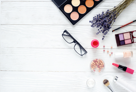make up set on wooden table with lavender and glasses top view Archivio Fotografico