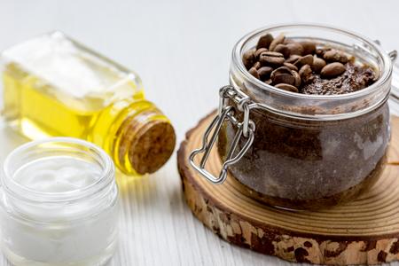 homemade coffe scrub in glass jar on wooden background. Foto de archivo