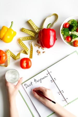 koncepcja i plan diety odchudzającej z warzywami widok z góry makiety