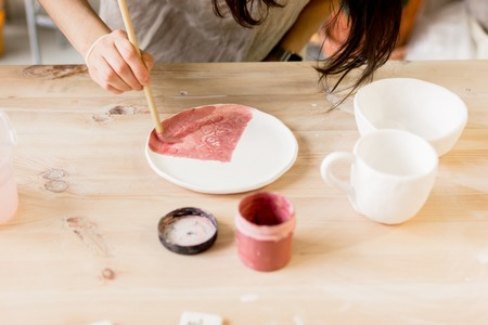 workshop production of ceramic tableware product painting.
