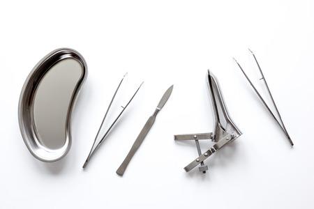 instrumentos de ginecólogo en el fondo blanco vista superior Foto de archivo