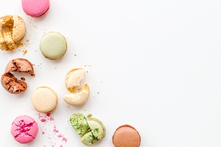 Sweet dessert. Macarons design on white background top view space for text 免版税图像
