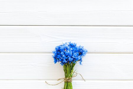 Bouquet of blue cornflowers on white wooden background top view mockup 版權商用圖片