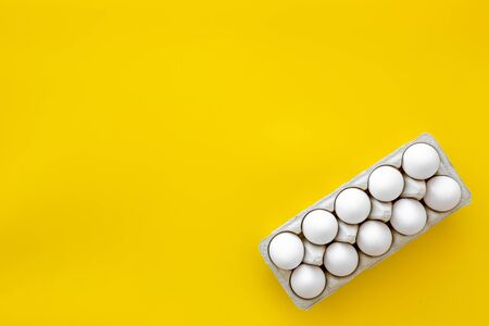 Blog pattern with eggs on yellow background top view copyspace 版權商用圖片