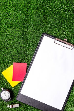 Red and yellow cards on green Stockfoto