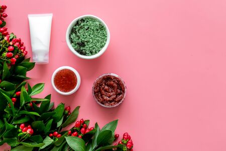 Natural organic cosmetic set with green herbs and red berries on pink background top view mock up Archivio Fotografico - 129423672