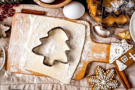 cooking christmas gingerbread on wooden background top view Stockfoto