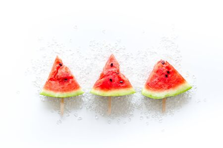 Ice pop from fresh watermelon and ice on white background top view Banque d'images - 130138837