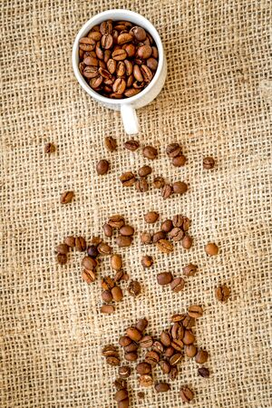 coffee beans, coffe cup on linen cloth background top view Stockfoto