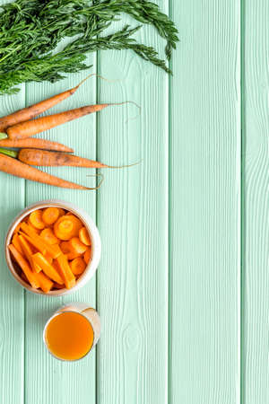 Sliced carrot and juice on table top view copy space 스톡 콘텐츠