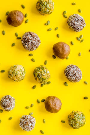 Homemade raw chocolate balls - vegan truffles with cacao and coconut Archivio Fotografico