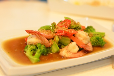 fired shrimp with vegetable photo