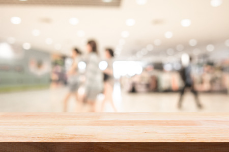 Shopping mall blurred background with wooden floor 免版税图像