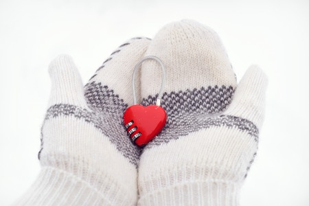 Heart-shaped Combination Lock in two mittens