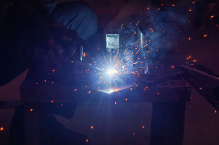 Metal welding in a metal workshop. Clear light blue tinting Banque d'images
