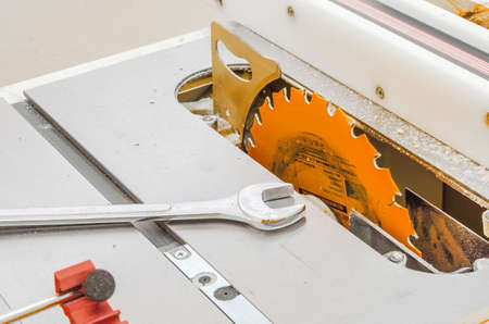 Woodworking, adjustable circular saw, wrench