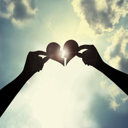 Heile ein gebrochenes Herz Standard-Bild - 28877302