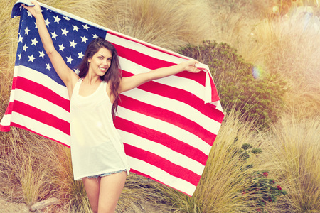 woman holding USA flag outdoor, independence day, 4th of july 版權商用圖片