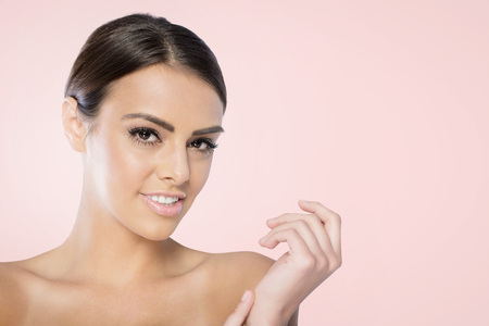 colores pastel: Beauty Spa Woman with perfect skin Portrait.