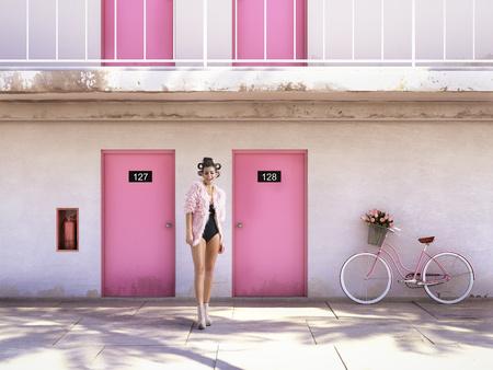 Donna che cammina da motel abbandonato con porte rosa. concetto di vacanza Archivio Fotografico - 69062519