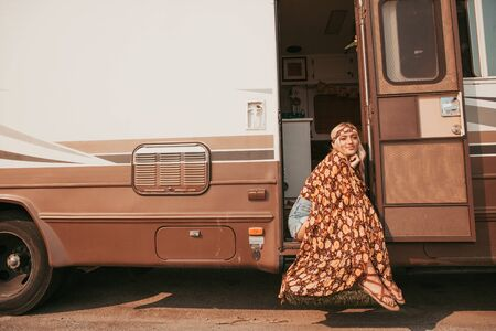 retro campervan with hippie californiagirl. california van lifestyle Banque d'images - 133982534