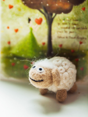Miniature needle felted ship, wool handmade toy Imagens