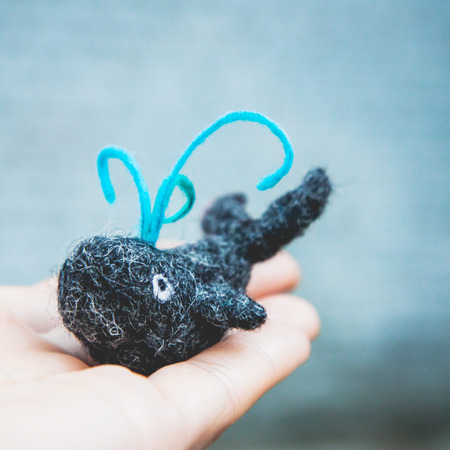 Miniature needle felted whale, wool handmade toy Imagens