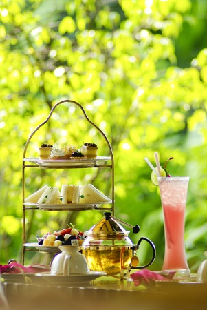 macaron: English tea setting with fruit juice and bread Stock Photo