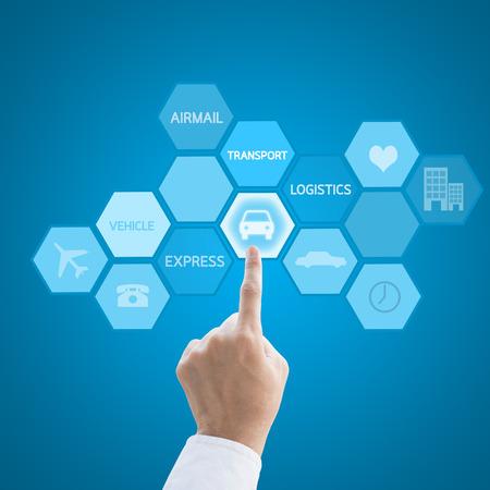 전세계에: 지도자의 손 물류 개념으로 현대 컴퓨터 인터페이스 작업