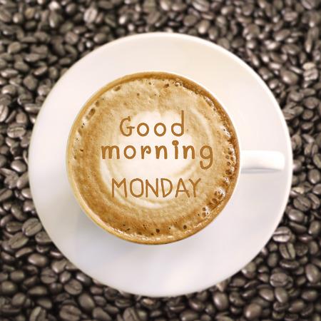 Goedemorgen maandag op hete koffie achtergrond Stockfoto