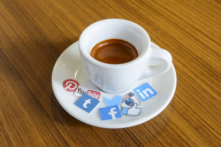 CHIANG MAI, THAILAND - SEPTEMBER 24, 2014: Social media brands printed on sticker and placed on hot coffee cup morning life. Publikacyjne