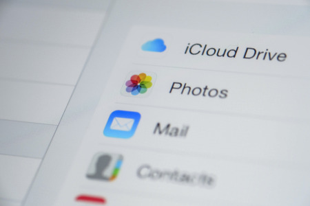 icloud: CHIANG MAI, THAILAND - OCTOBER 03, 2014: Apple icloud icon apps on Apple new iPad Air device screen.