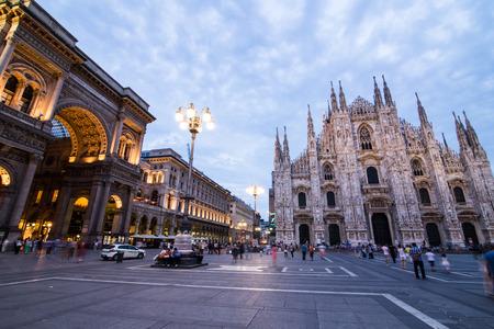 milánó: Duomo milánói katedrális a naplemente, Olaszország Sajtókép