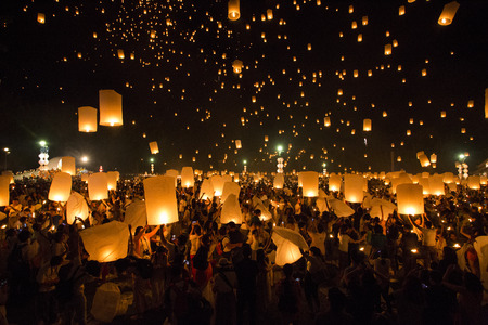 yeepeng: CHIANG MAI, THAILAND - OCTOBER 25, 2014: Floating lanterns yeepeng or loi krathong festival at Chiang Mai, Thailand. Editorial