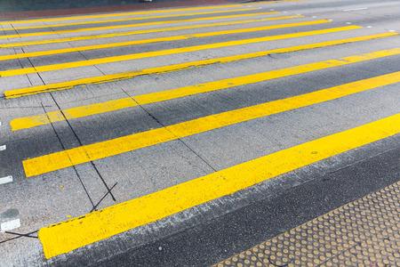 paso de cebra: cruce de peatones en Hong Kong