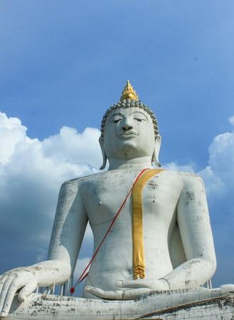 whitw: the giant whitw buddha in supanburi temple,thailand Stock Photo