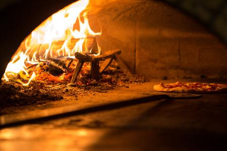 cocinar pizza en el horno a la tradición