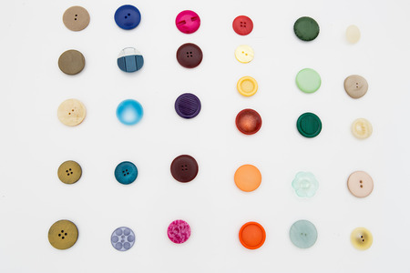 kit de costura: beautiful collection of various sewing button on white background.