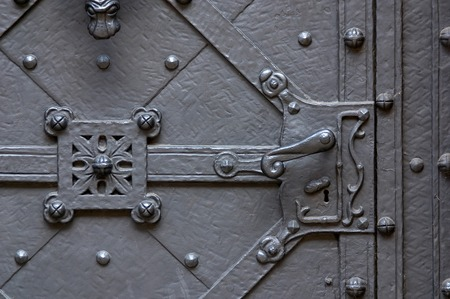 ancient forged door with the handle Banque d'images