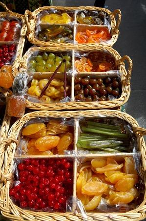 Cesto di frutta candita  Archivio Fotografico