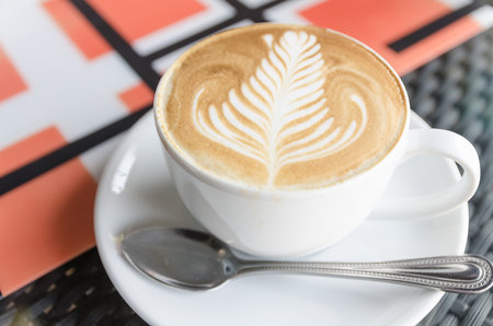Bovenaanzicht latte art koffie